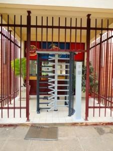LR_LINUS_Brarudi_Bujumbura_09-225x300